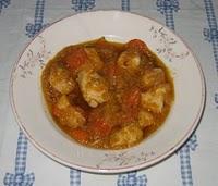 Pollito corralero en salsa