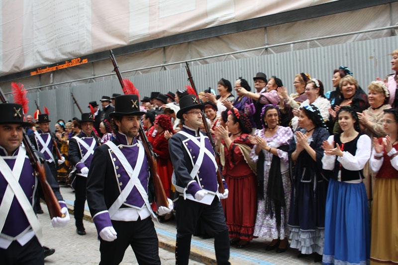 Homenaje y desfile del Día de la Pepa