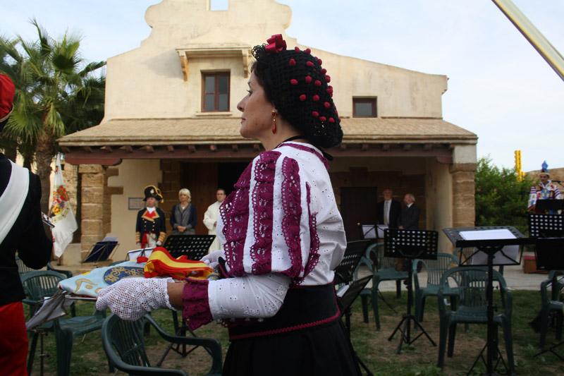 Carmen Toscano portó la bandera de 1812