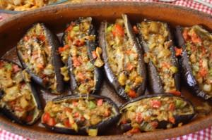 Berenjenas rellenas de pimientos come en casa for Como cocinar la berenjena