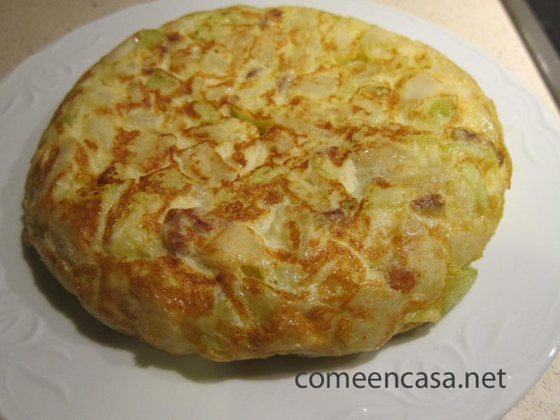 Tortillología: Tortilla con calabacín y chorizo