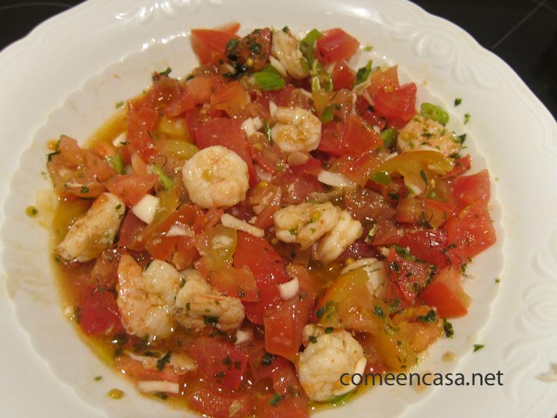 Aliño de tomates con gambas