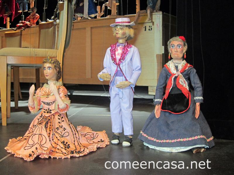 Teatro, títeres y música plectrum en Cádiz