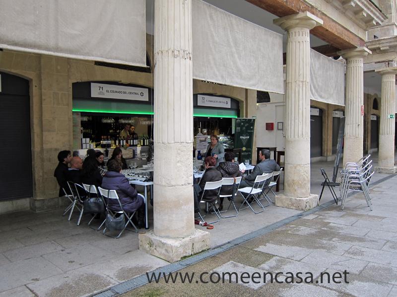 Cata de vinos en el mercado de Cádiz