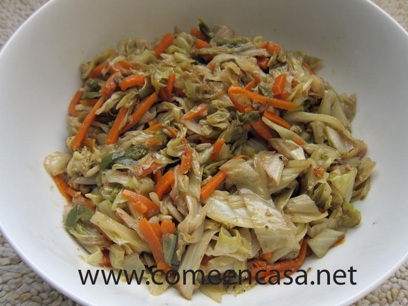 Coles y verduras salteadas