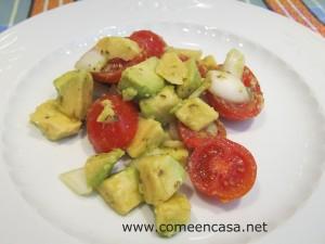Ensalada de tomates y aguacates