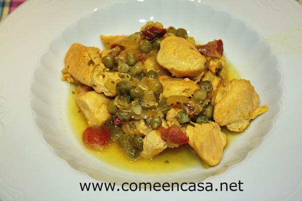Pollo con guisantes y jamón