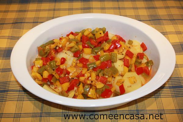 Patatas en salsa de tres pimientos