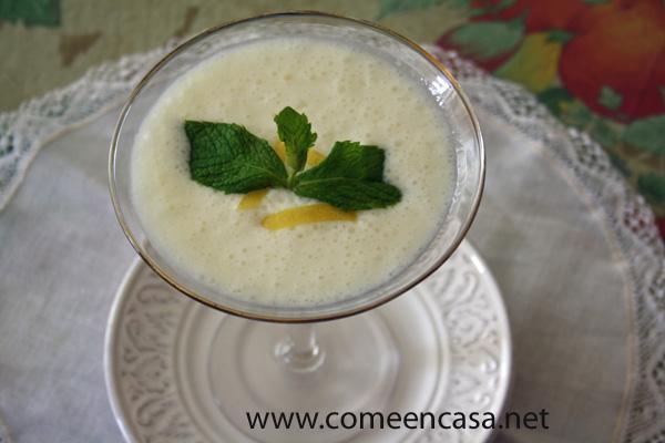 Postre de yogur y limón