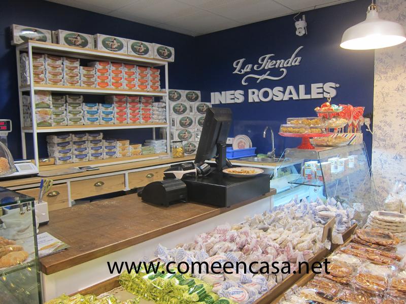 En la tienda de Inés Rosales
