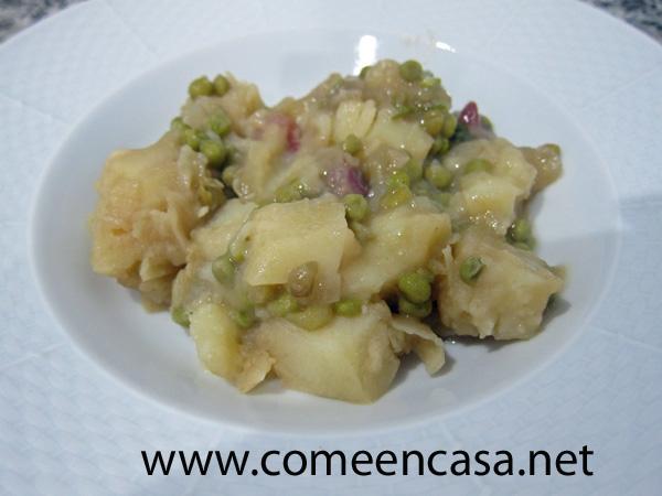 Patatas con guisantes y jamón