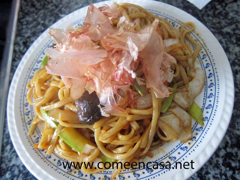 Tallarines con verduras (cocina asiática)