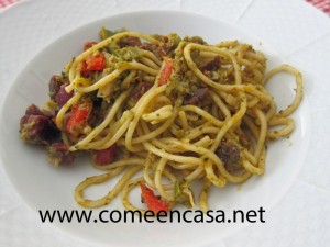 espaguetti con brócoli y jamón