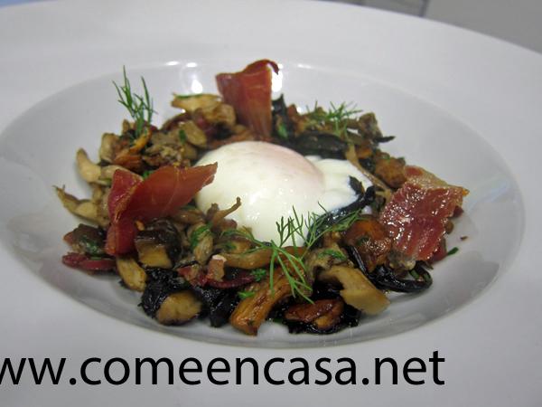 Menestra de setas con huevo poché (baja temperatura)