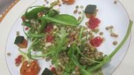 ensalada de lentejas con verduras, cherry, aguacate y boniato
