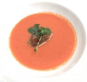 Gazpacho de fresas con tartar de atún