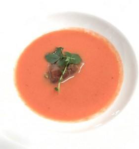 gazpacho de fresas y tartar atun
