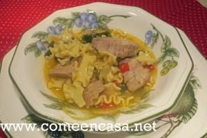 Sopa de atún con pasta