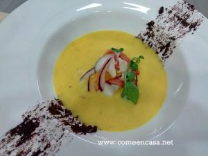 Gazpacho de naranja, y tapenade de aceitunas