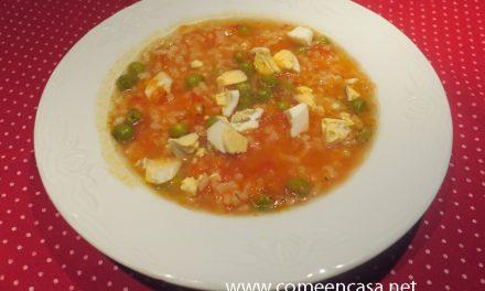 Sopa de arroz con guisantes