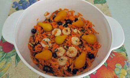 Ensalada de zanahoria, gambas y arándanos