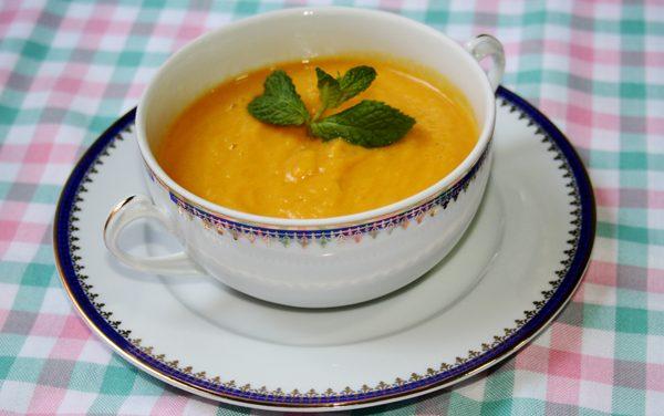 Crema de alubias al curry