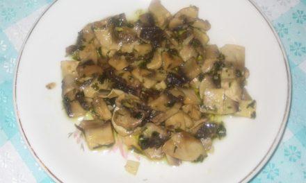 Champiñones al ajillo: plato calentito para la cena