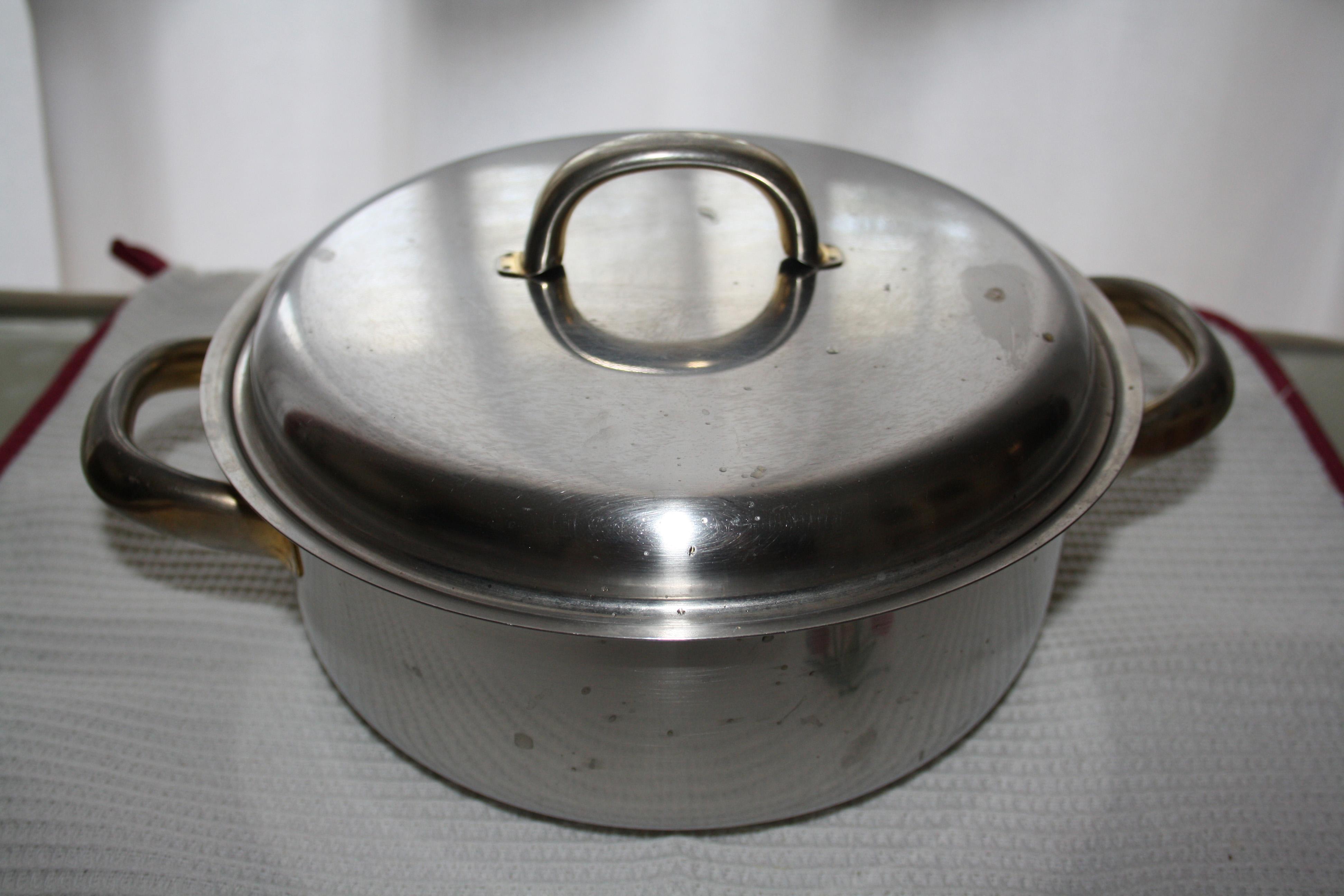 La cacerola mediana, la más activa de la cocina