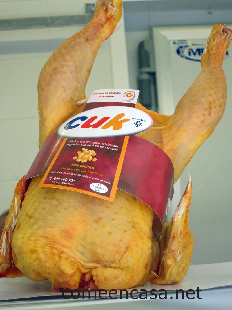 Un pollo de corral en el mercado