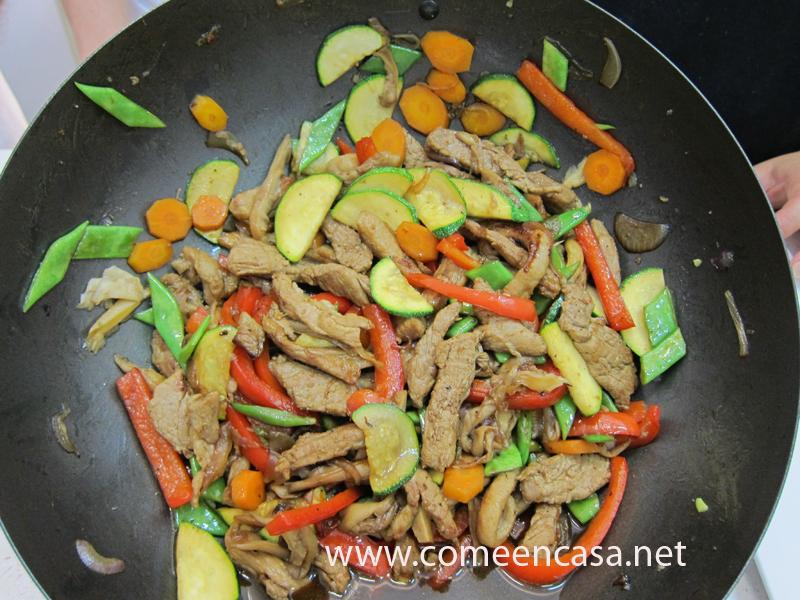 Wok de ibéricos con soja y sésamos