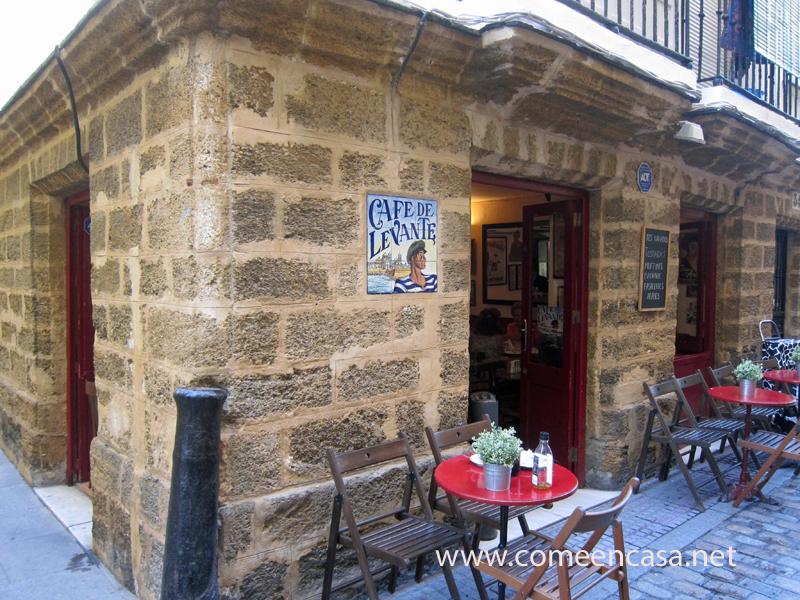 Desayuno en el Café de Levante