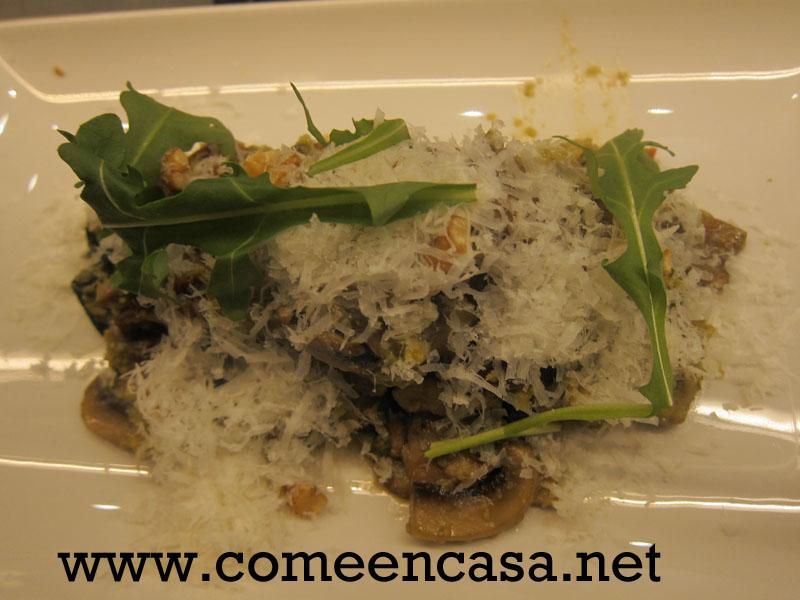 Revuelto de champiñones, tomate seco y alga wakame