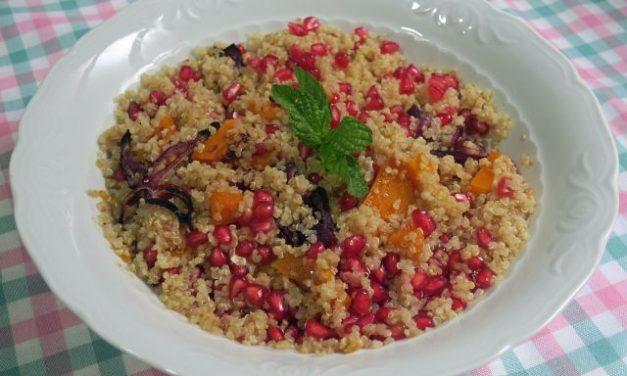 Ensalada de granada, quinoa y calabaza